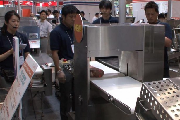 Intelligente machine snijdt vlees met lasers