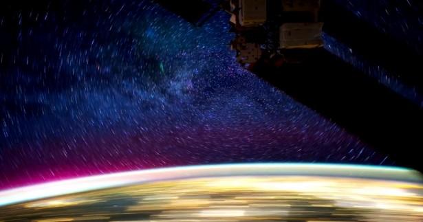 Timelapse: het ISS in de nacht