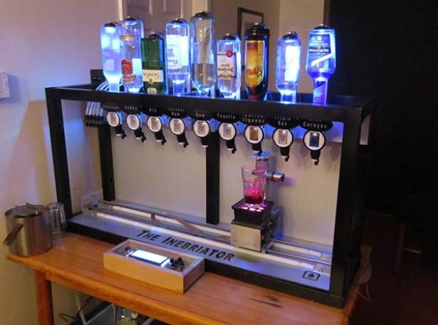 Deze robot maakt cocktails