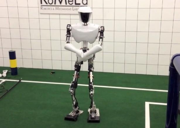Robot danst Gangnam Style