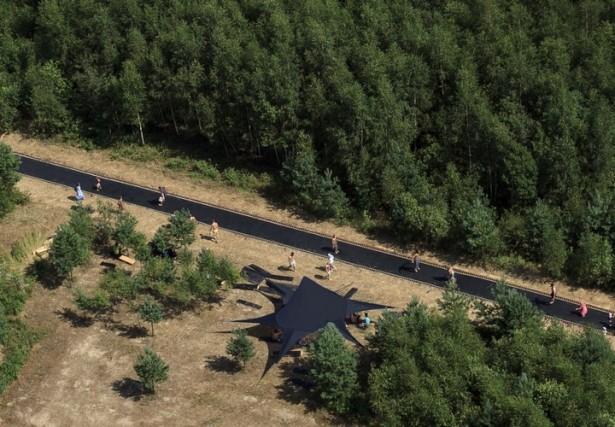 Een trampoline van 50 meter lang