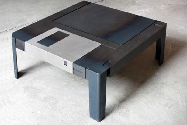 Een diskette als tafel