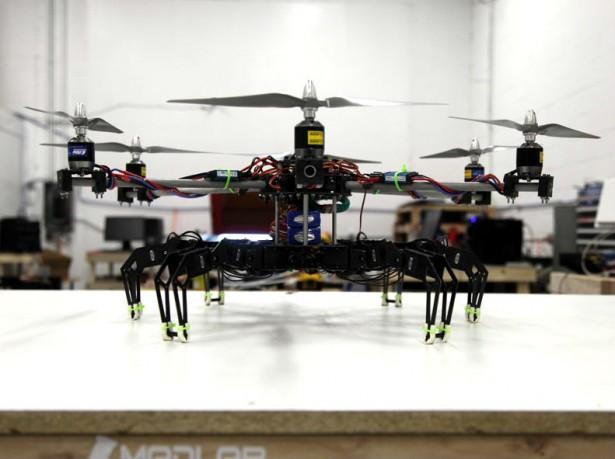 Angstaanjagende robot kan zowel vliegen als lopen