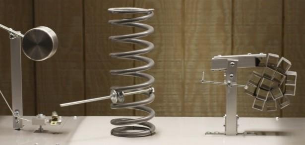 Deze Rube Goldberg machine tart de zwaartekracht