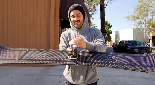 Een snowboard met zonnepanelen