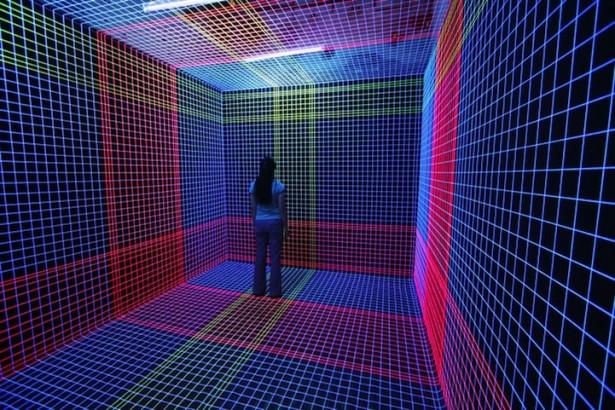 Kunst met UV-licht en draad