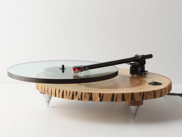 Een platenspeler van hout