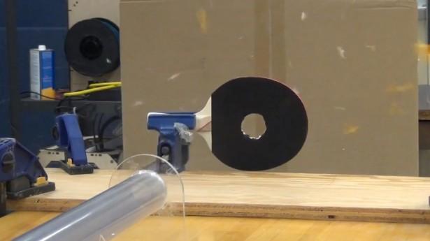 Pingpongbal gaat sneller dan het geluid