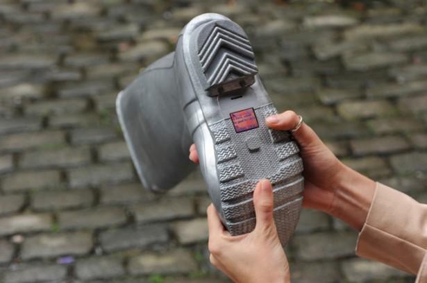 O2 verwerkt mobiele telefoons in schoenen