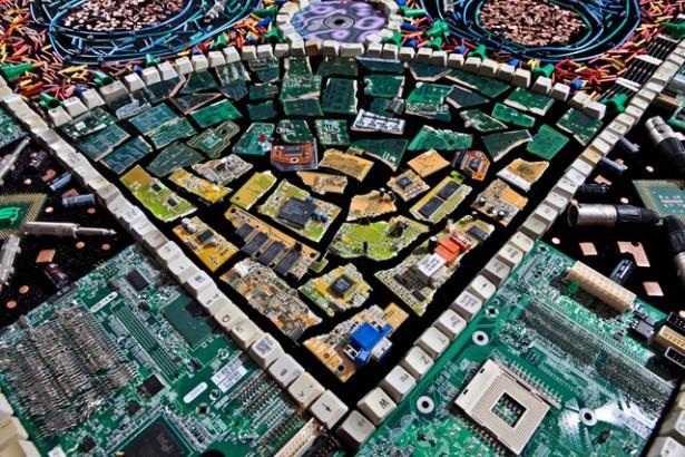 Een tapijt van computeronderdelen