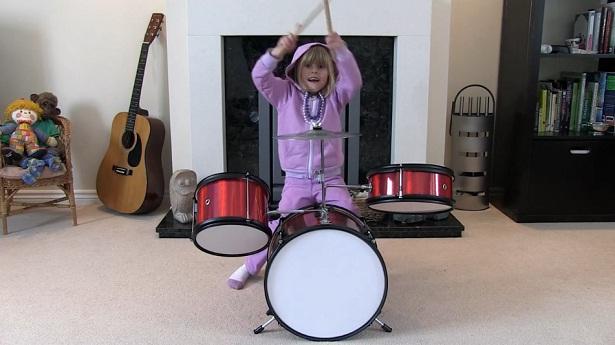 Video-editing maakt drumlegendes van kinderen