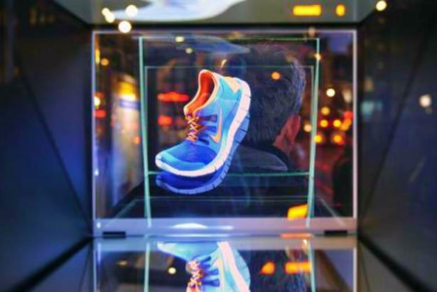 Nike onthult holografische advertenties in Amsterdam