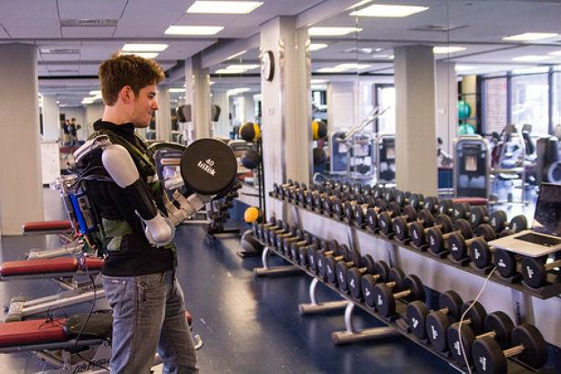 TitanArm Exoskeleton maakt je supersterk