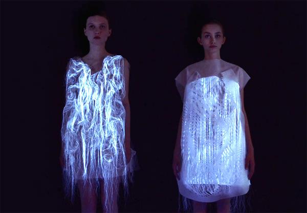 Deze high-tech jurken bewegen als iemand kijkt