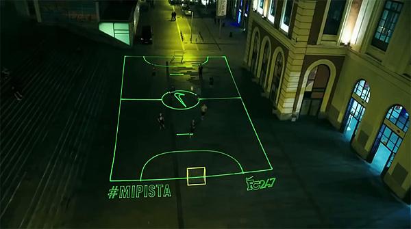Nike's laser-veld laat je overal voetballen