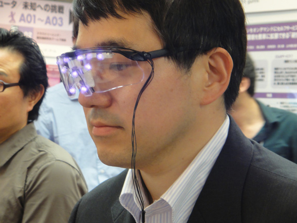Deze bril maakt je onherkenbaar voor camera's