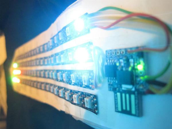 Stropdas speelt Tetris met LEDs