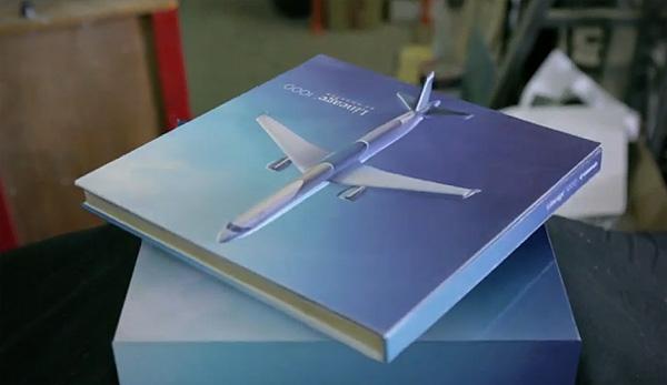 Vliegtuigen verkopen met een zwevende catalogus