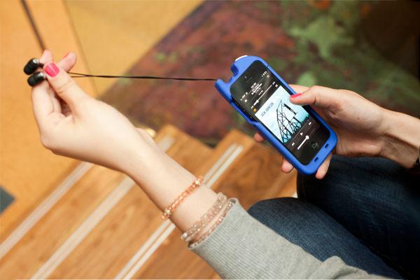 iPhone-hoesje met ingebouwde oordopjes