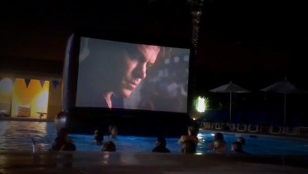 AquaScreen: een opblaasbaar projectiescherm voor in het zwembad