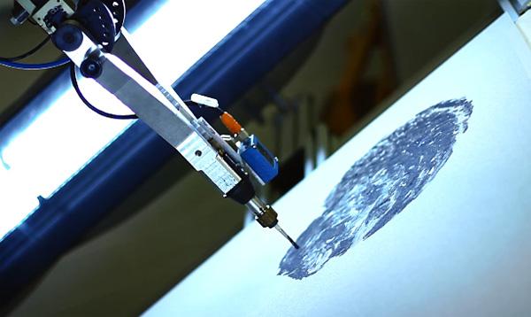 De e-David robot maakt nagenoeg perfecte kopieën van schilderijen