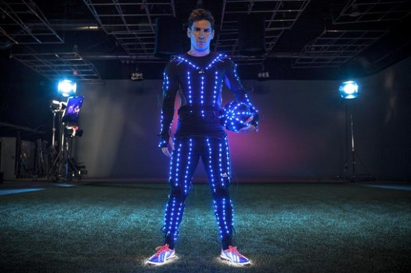 Lionel Messi in een LED-pak in slow-motion