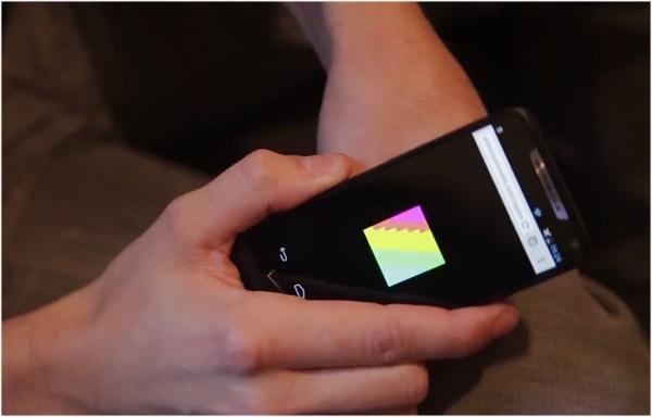 Onderhuidse NFC-tatoeage is alleen te zien met een smartphone