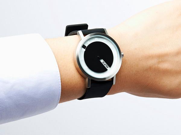 Stijlvolle Till Watch laat je op twee manier aflezen hoe laat het is