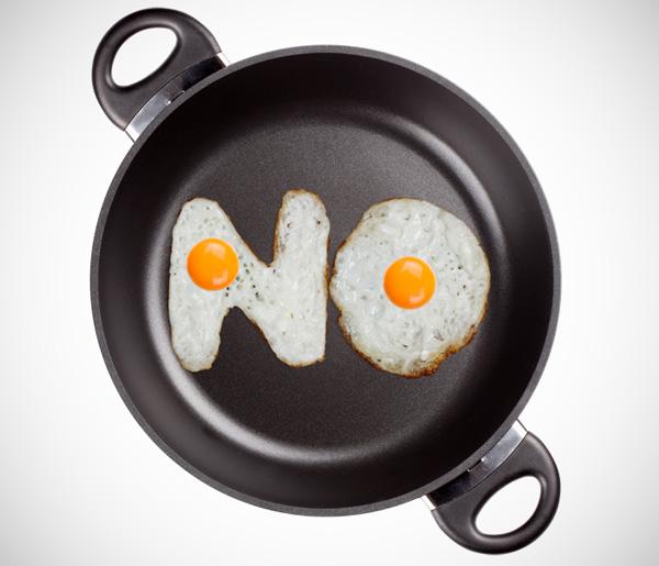 Eggs Font: een lettertype gemaakt van gebakken eieren