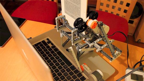 Deze robot van LEGO maakt e-books DRM-vrij