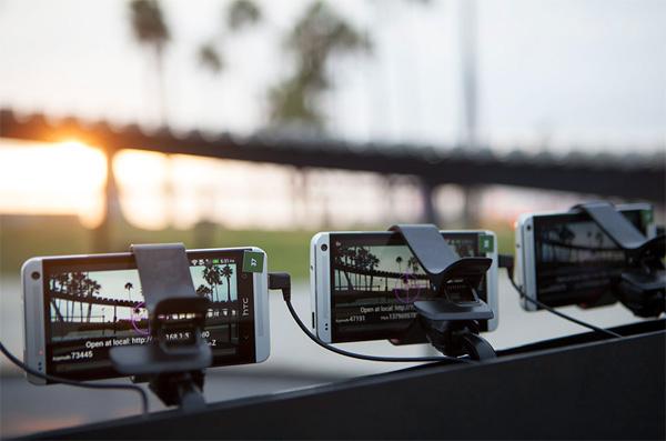"""Hoe je """"bullet time"""" uit de Matrix kunt nabootsen met 130 smartphones"""