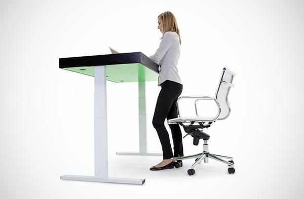 Stir Kinetic Desk: een bureau dat automatisch met je meebeweegt