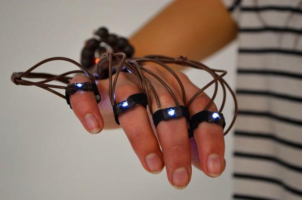 TacitLanguage laat doven ook in het donker gebarentaal gebruiken