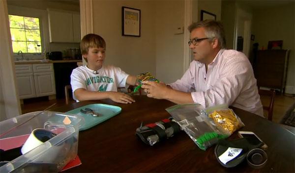 De kracht van 3D-printers: vader creëert spotgoedkope handprothese voor zijn zoon