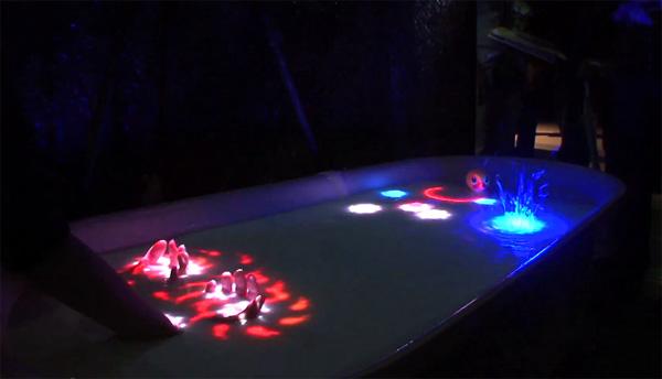 Meer bewegend beeld van AquaTop, het touchscreen-bad