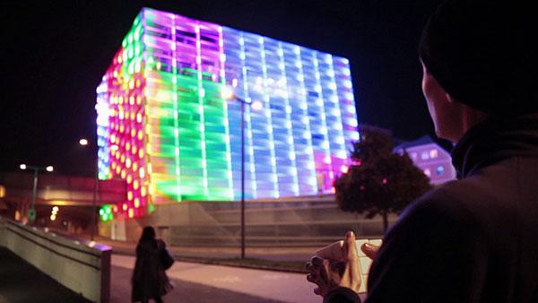 Hoe een gebouw verandert in een interactieve Rubik's Cube
