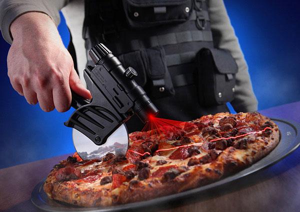 Tactical Pizza Cutter: pizza's snijden met dodelijk precisie