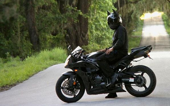 Hip op de motor met deze Batman helm