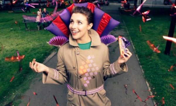 Joy Jacket: een jas die licht geeft en geluid maakt als je chocolade eet