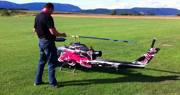 Nu al het speelgoed van het jaar: de grootste op afstand bestuurbare helikopter ter wereld