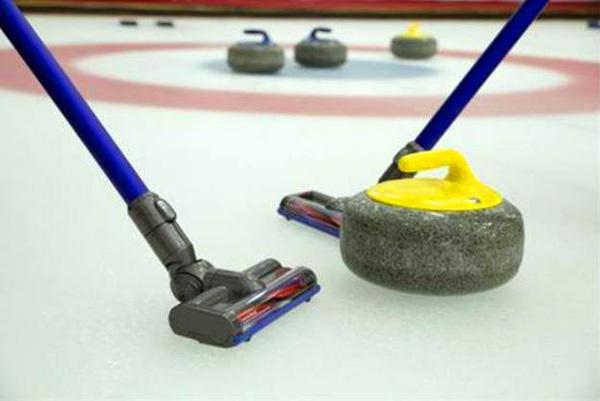 Lachen met Dyson: curling met een stofzuiger