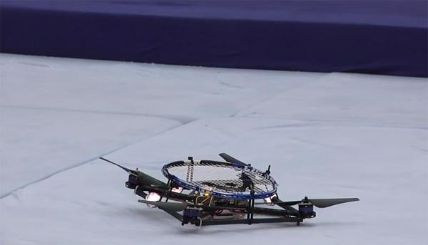 Bijzonder om te zien: vliegende robots die kunnen tennissen