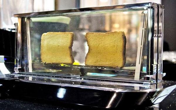 Bugatti Noun: een glazen broodrooster die je precies laat zien wanneer je toast klaar is