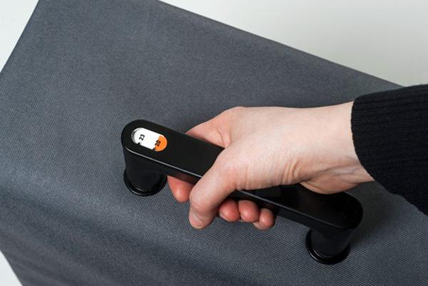 Koffer met ingebouwde weegschaal: nooit meer extra betalen in het vliegtuig