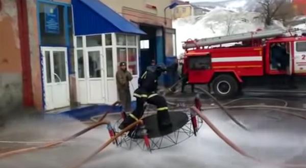 Wat de Russische brandweer tijdens de lunchpauze doet