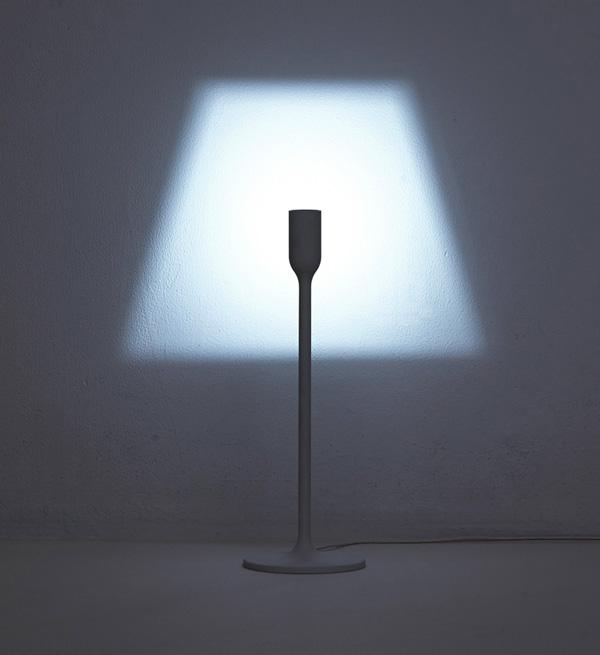 Fabulous De minimalistische YOY lamp projecteert een lampenkap op de muur  @RK68
