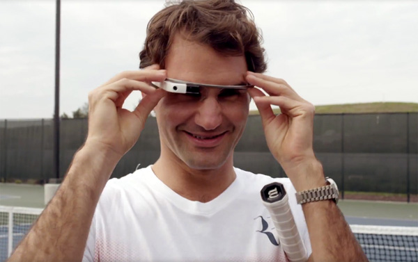 Roger Federer tennist met een Google Glass bril