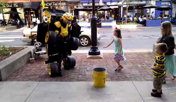 Met dit briljante Transformers-kostuum willen alle kids je vriend zijn