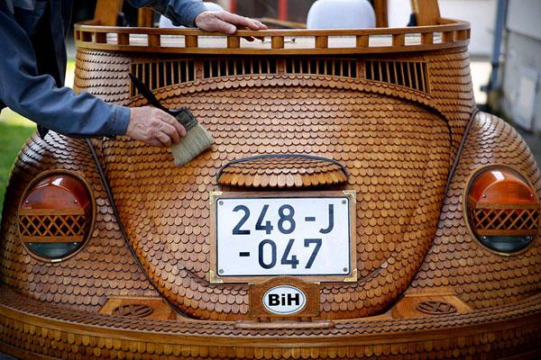 Schitterende Volkswagen Kever is gemaakt van hout