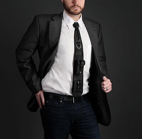 Een stropdas met een ingebouwde laserpen